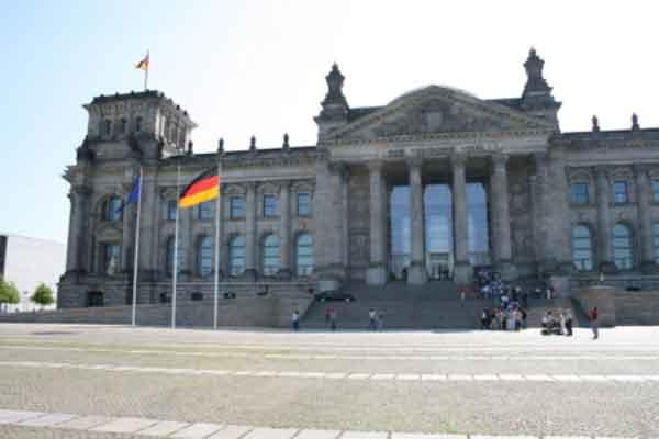Bundesumweltminister Altmaier hat seinen Amtseid im Deutschen Bundestag abgelegt