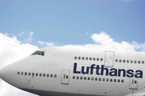 Neue Lufthansa Boeing 747-8 I zum Testflug auf dem Flughafen Leipzig-Halle