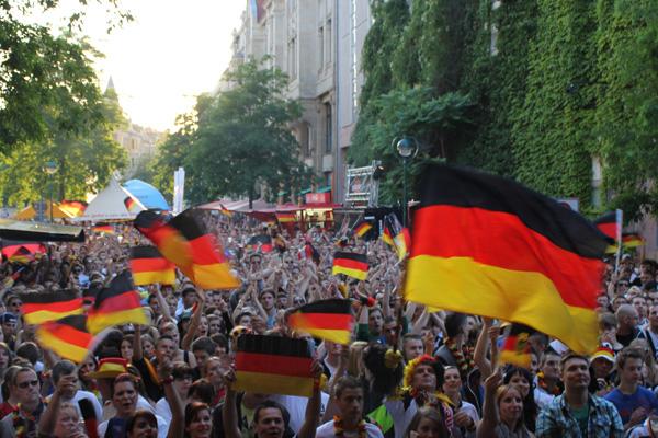 Deutschland nach 4:2-Sieg gegen Griechenland im EM-Halbfinale