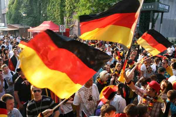 Deutschland siegt bei der Fußball-EM gegen die Niederlande mit 2:1