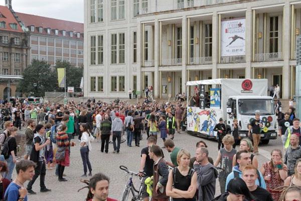 Global Space Odyssey – Bunte Demo der Kulturszene durch Leipzig