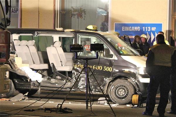 schwerer verkehrsunfall mit sieben verletzten in leipzig leipzig seiten. Black Bedroom Furniture Sets. Home Design Ideas