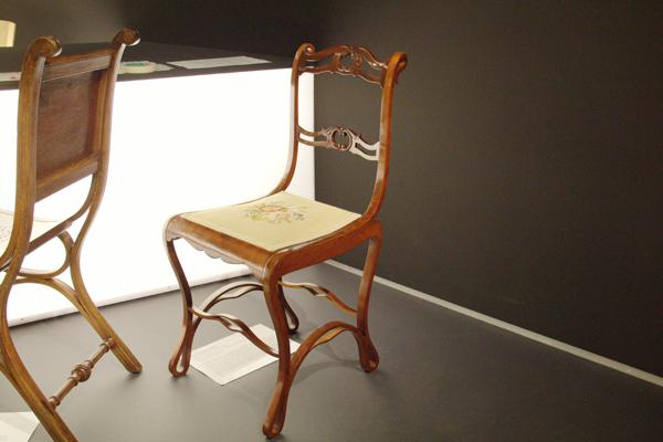 sitzen liegen schaukeln grassi museum leipzig zeigt st hle aus 150 jahren leipzig seiten. Black Bedroom Furniture Sets. Home Design Ideas