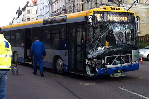 Vier verletzte Personen bei Unfall mit Bus in Leipzig ...
